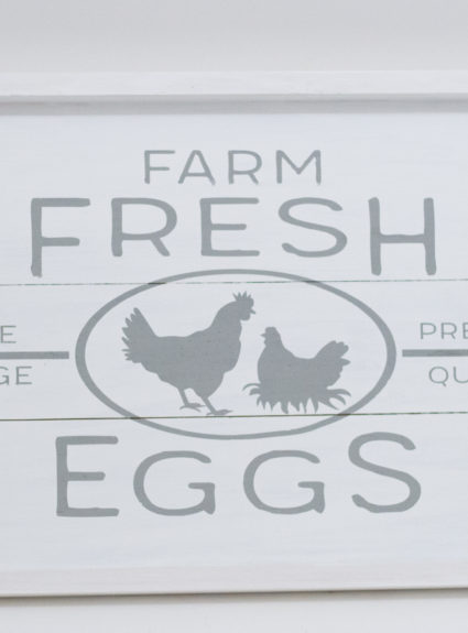 DIY Farmhouse Free Range Chicken Sign