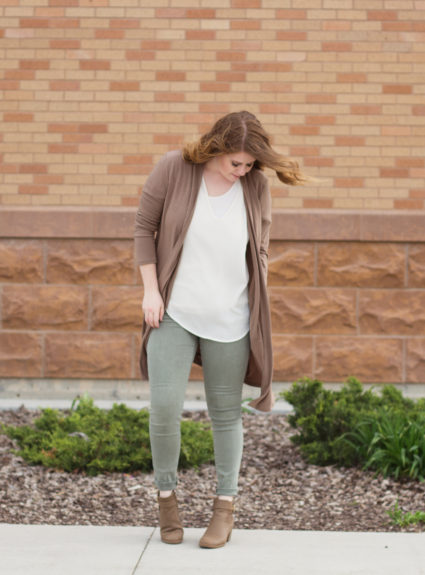 Olive Jeans and Neutral Colors: How to style neutral colors with olive skinny jeans